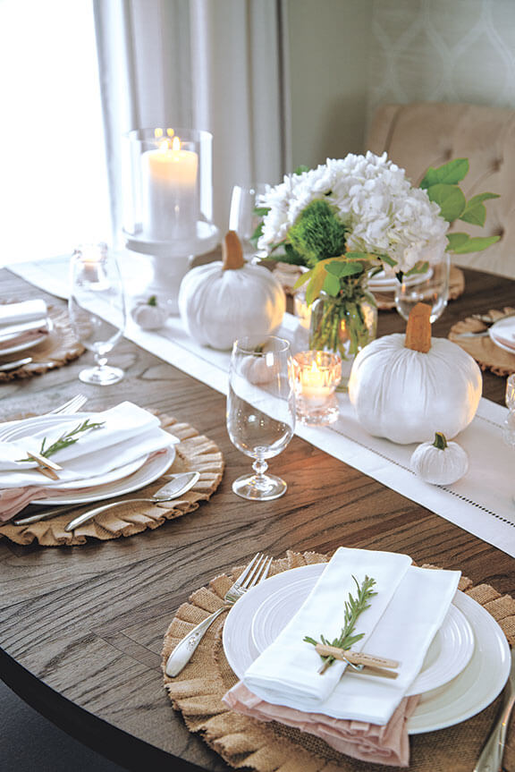 beautifully decorated thanksgiving table
